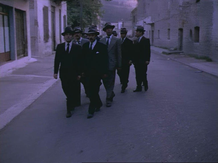 (9) O thiasos [The Travelling Players] (Theodoros Angelopoulos, 1975)