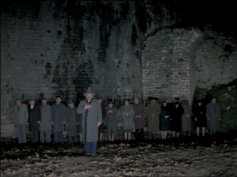 (2) O thiasos [The Travelling Players] (Theodoros Angelopoulos, 1975)
